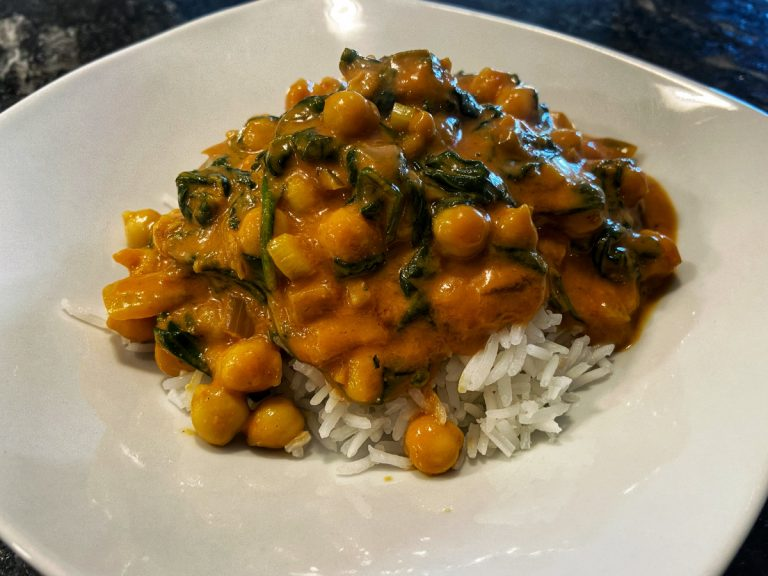 Read more about the article Quick Chickpea and Spinach Coconut Curry